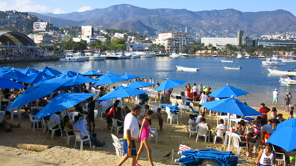 At weekends crowds flock to the beach in Acapulco