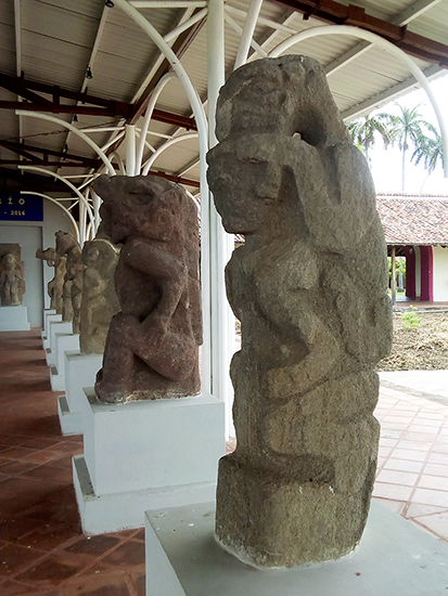Ancient basalt sculpture moved from Isla to a museum in Granad