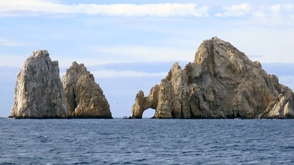 The famous granite arch at Cabo San Lucas